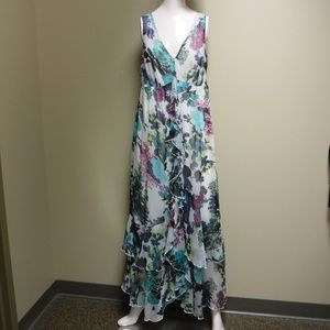 Chelsea & Theodore V-Neck/Sleeveless Dress Sz Lrg